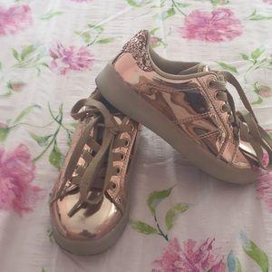Other - Unique tennis shoes